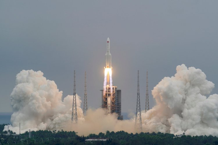 Plunging back to earth: Chinese rocket makes re-entry
